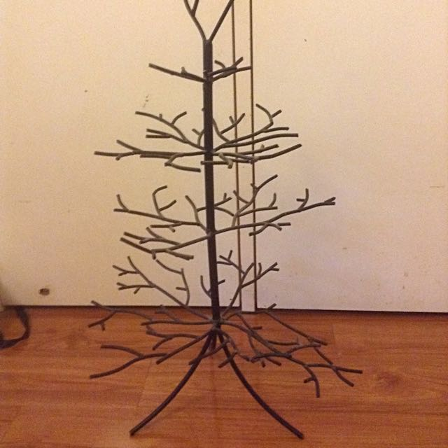 Pending ~ Jewellery Tree