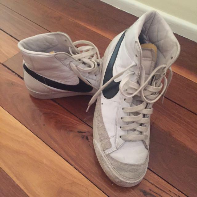 NIKE Men's Shoe Size 10.5