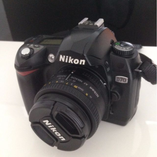 Nikon D70 kit with two lens.