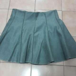 鐵灰色短裙