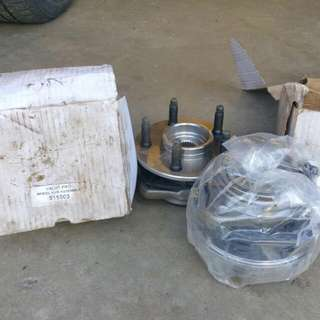 2 Front Wheel Bearings BRAND NEW