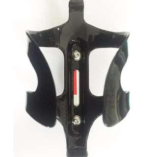 *~(疾風單車)CARBON 碳纖水壺架 強力卡水壺/金油面(出清價)