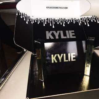 Limited Edition KYLIE JENNER BIRTHDAY GLOSS in POPPIN!