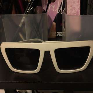 sunglasses (white)