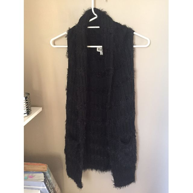 COOL FLUFFY BLACK SLEEVELESS CARDIGAN