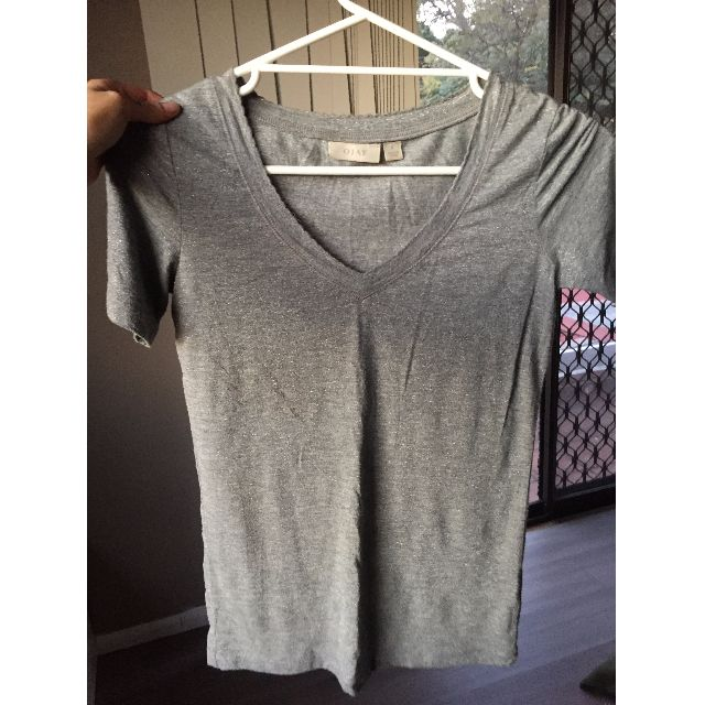 GREY BASIC T W/ SPARKLE & V NECK