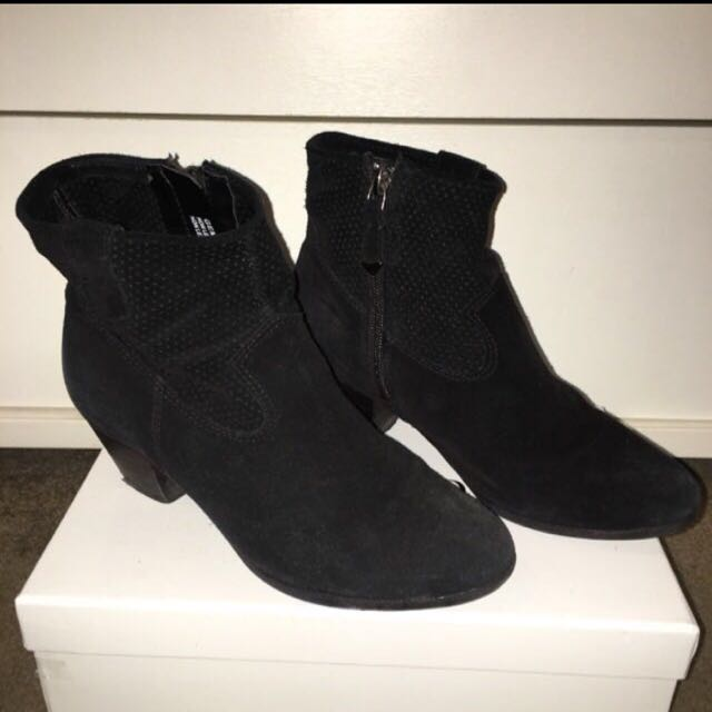 Hush Puppies Suede Shoes Size 37