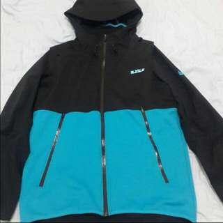 Nike LBJ外套