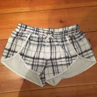Finders keepers FIT Shorts Size small