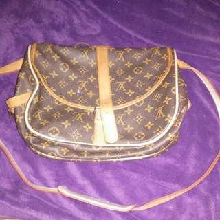 Louis Vuitton saumur 35 not authentic, replica