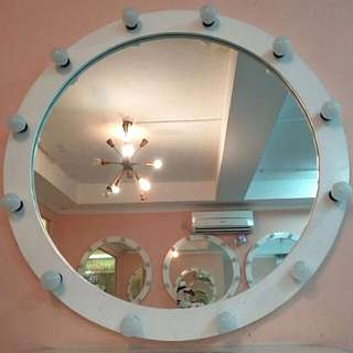 Round Mirror With Lamps