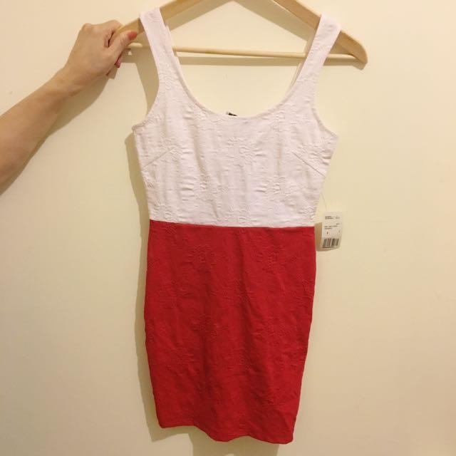 貼身紅洋裝