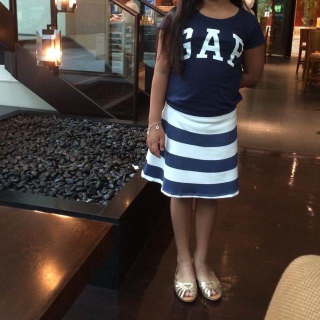 Gap T-Shirt & Zara Skirt