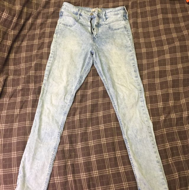Like New Hollister High-Waisted Jeans