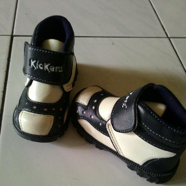 Sepatu Anak Kickers Size 25