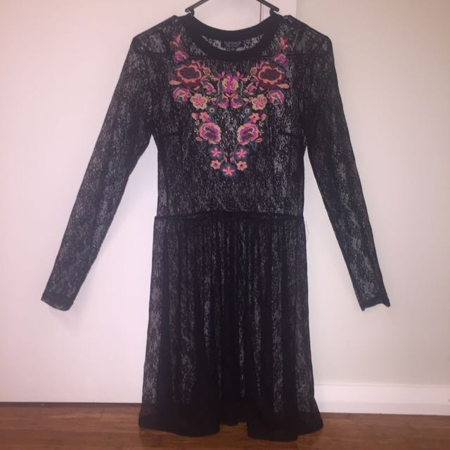 TOPSHOP LACE DRESS SIZE 8