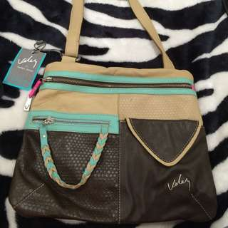 NEW Stunning Leather hand bag from Columbia
