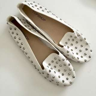 TOPSHOP - WHITE STUD FLATS
