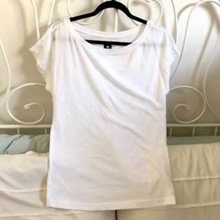 URBAN OUTFITTERS - BDG - WHITE SCOOPNECK T-SHIRT