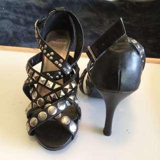 "NOVO ""GENEVA"" size 6 Heels"