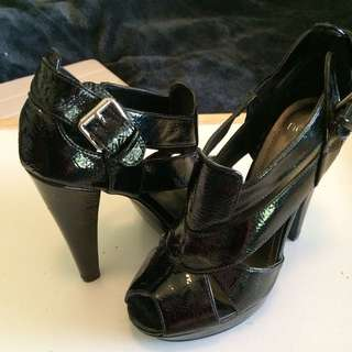 "NOVO ""MATRIX"" Size 5 Heels"