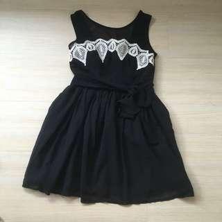 🚚 透膚 無袖刺繡黑色雪紡紗洋裝