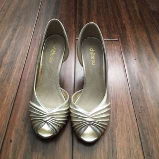 🔴LE CHATEAU Gold Peep Toe Heels