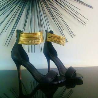 Size 7 Aldo Black And Gold Heels