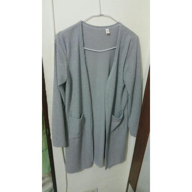 灰色長版外套