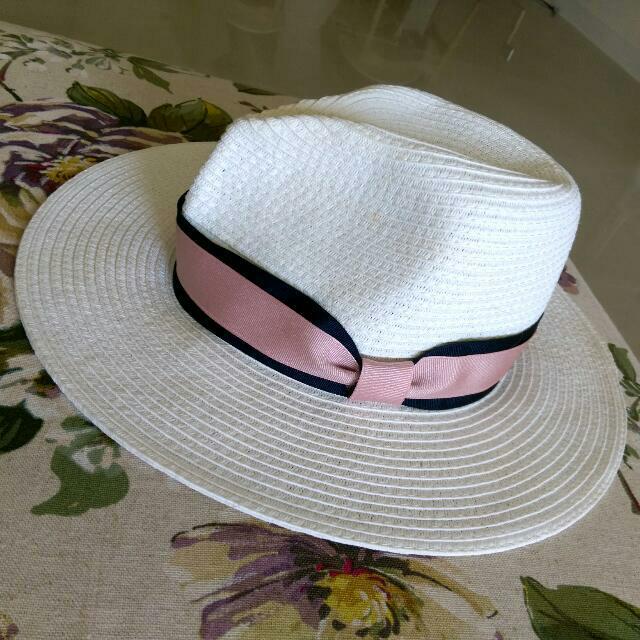 東區購入緞帶白草帽