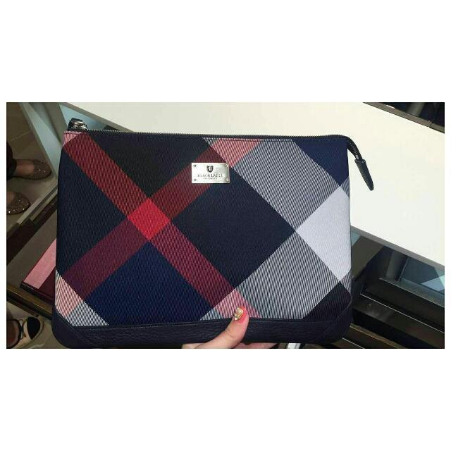 b7703a7a0054 👛 Burberry Black Label Clutch 👛