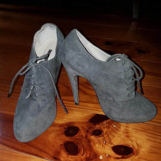 TONY BIANCO suede Boot Heels Size 6