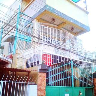 3 storey house and lot