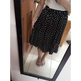 小百褶點點長裙
