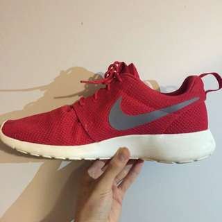 Nike Roshe Red Size 9