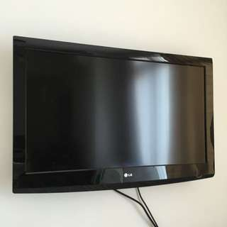 """LG 37"""" LCD TV - EXCELLENT CONDITION"""