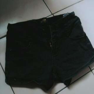 黑色排扣高腰短褲
