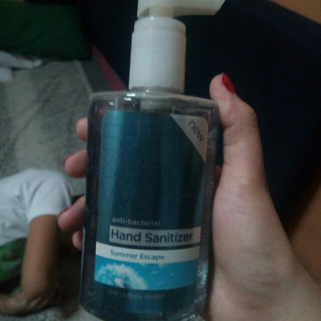 Anti Bacterial Hand Sanitizer ( bath and body works)