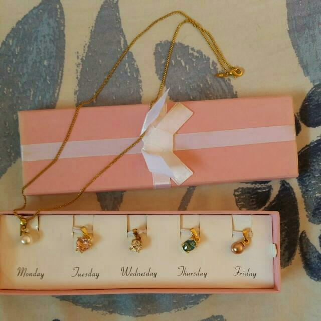Avon Fashion Necklace Set