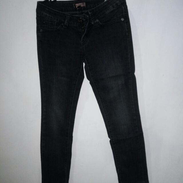 celana jeans MnG ..ada resleting di bawah ..masih bagus banget