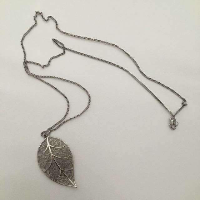 Detailed Leaf Necklace