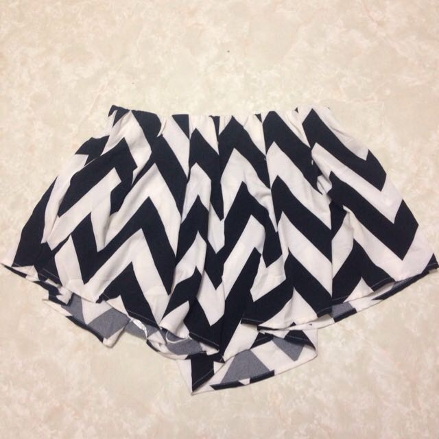 PENDING Ice Design Black And White Shorts