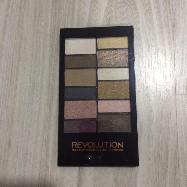 Makeup Revolution Disappear To The Beyond Eyshadow & Eyebrow Palette