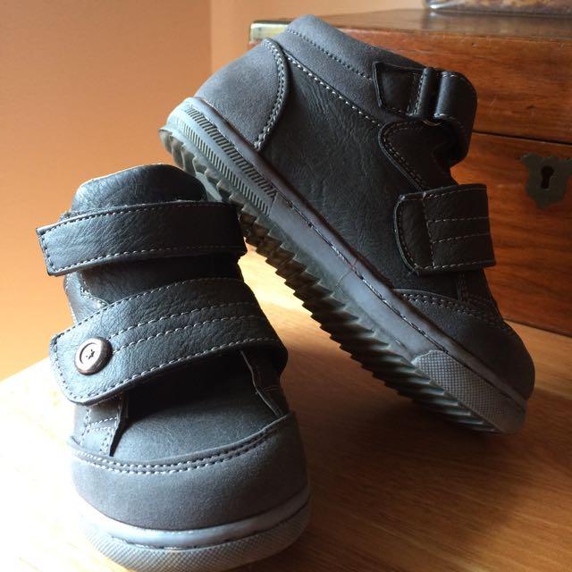 Osh Kosh Toddler Size 9