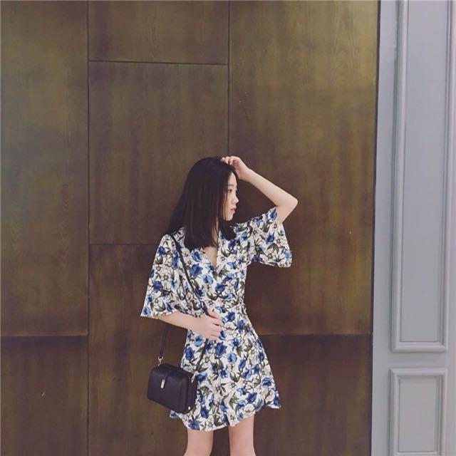(全新)V領白底熱帶花朵繫帶連身裙