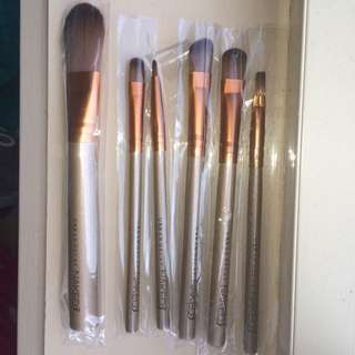Pending - Urban Decay Makeup Brush Set