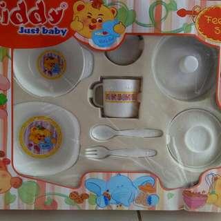 peralatan makan bayi
