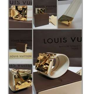 Authentic - Louis Vuitton - Cuff bracelet with Gold hardware Push-Lock claps Whit leather/red