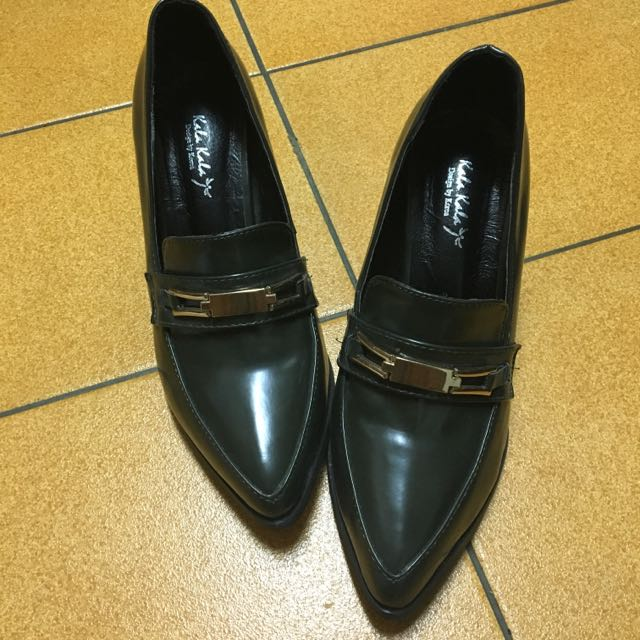 尖頭粗跟鞋