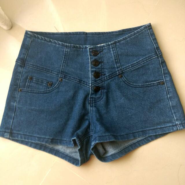 高腰排扣牛仔短褲